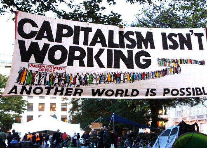 Évaluation des résistances et des alternatives au capitalisme néolibéral
