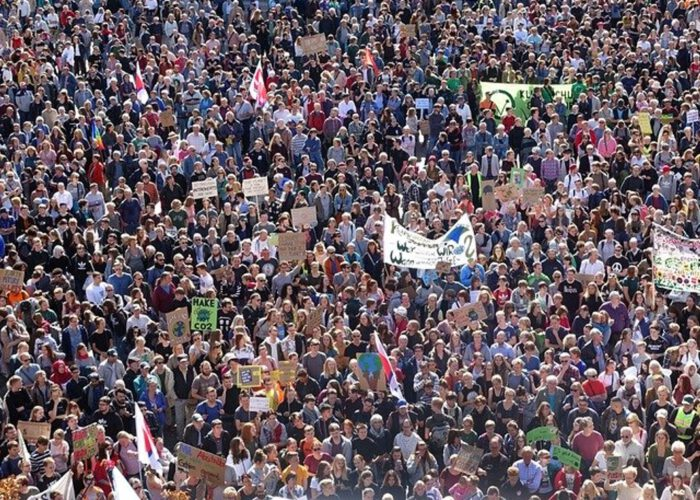 Un front social, écologique et démocratique pour réinventer l'avenir