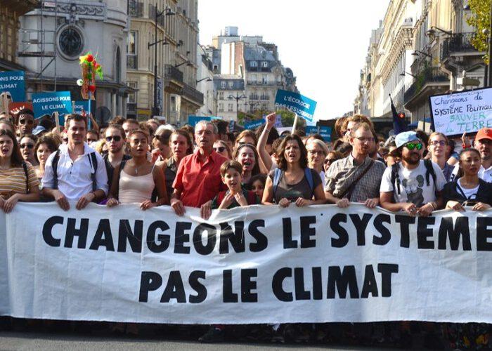 """People Power : """"Marcher ne suffit pas"""""""